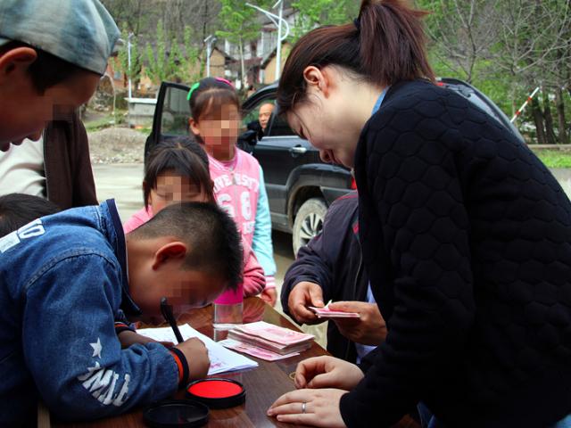 2018年洛南县52名孤残儿童援助项目
